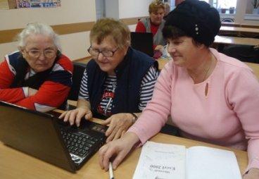Пенсионеры Порховского района продолжают осваивать компьютеры