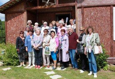 Псковские пенсионеры, члены Местного отделения «Союз пенсионеров России», готовятся к поездке в Тарту