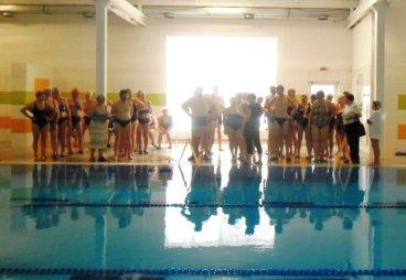 Участники состязания «Игровая терапия» в Порхове, определили кто быстрее плавает!