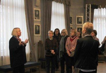 Cлушатели факультета иностранных языков Университета третьего возраста стали участниками экскурсии по Псковскому театру