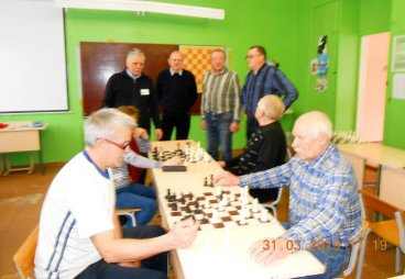 Играем в шахматы, готовимся к областным соревнованиям среди пенсионеров