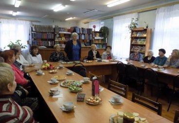 В Новосокольнической библиотеке прошли осенние посиделки «Возраст жизни не помеха»